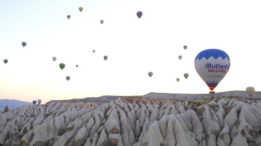 Kapadokya semalarında balonların dansı