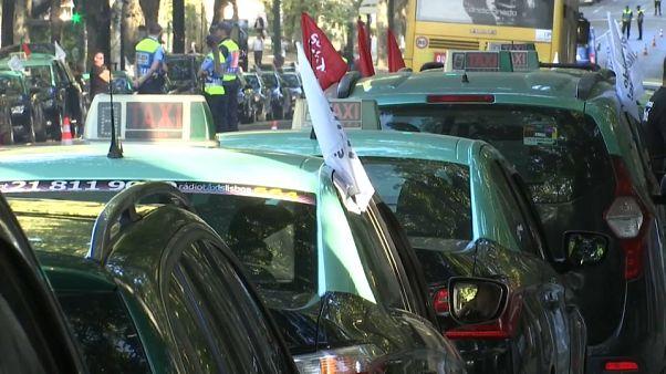 Portogallo: taxisti in piazza contro Uber
