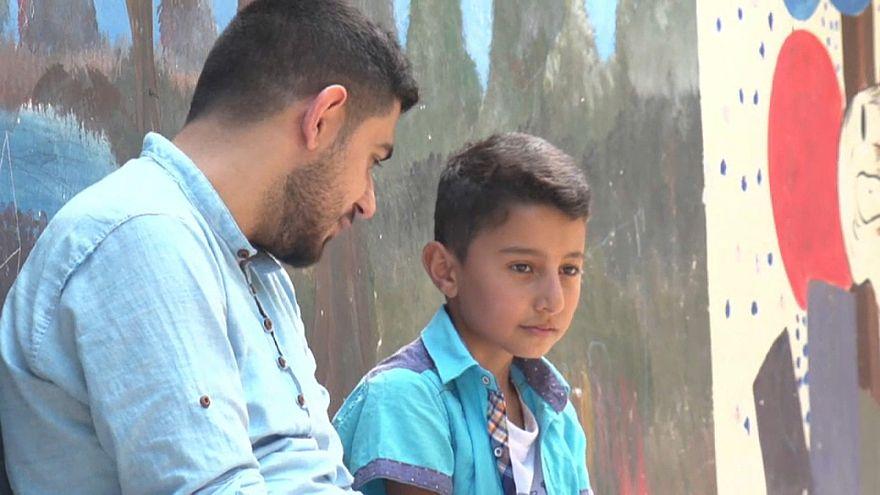 الطفل السوري عبد وأستاذه عباس
