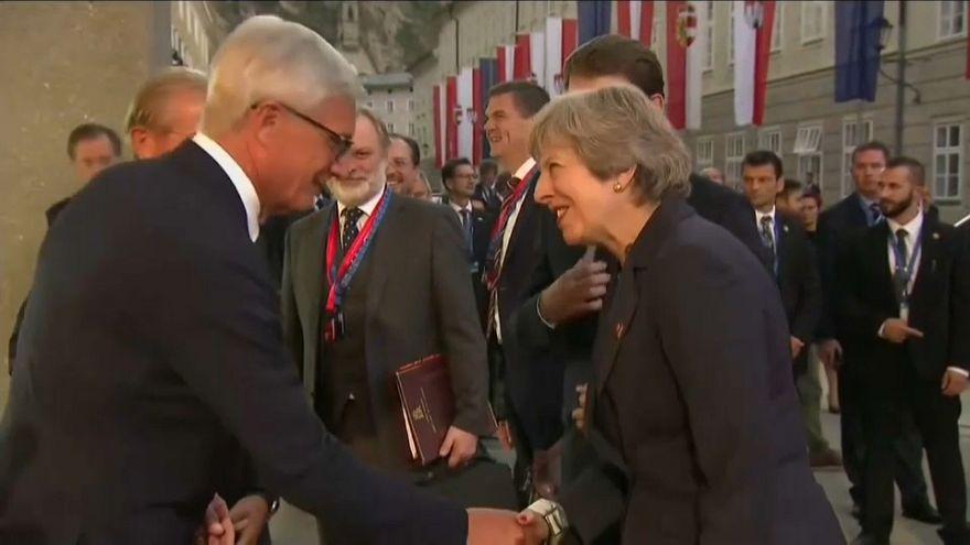 """May: """"la UE debe ahora evolucionar en su postura"""""""