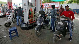 کاهش واردات نفت ایران و وقوع بحران بنزین و نارضایتی عمومی در هند