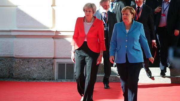 Brexit et migrations, les deux sujets brûlants du sommet de Salzbourg
