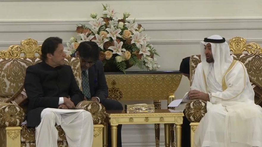 شاهد: رئيس وزراء باكستان عمران خان يلتقي ولي عهد أبو ظبي محمد بن زايد