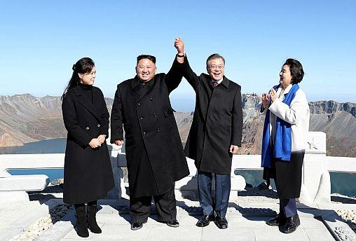 Moon Jae-in and North Korean leader Kim Jong Un