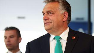 Lazára vette a figurát Orbán: farmerben érkezett a salzburgi csúcsra