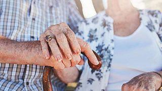 ما سر طول عمر الإناث أكثر من الذكور في أوروبا؟