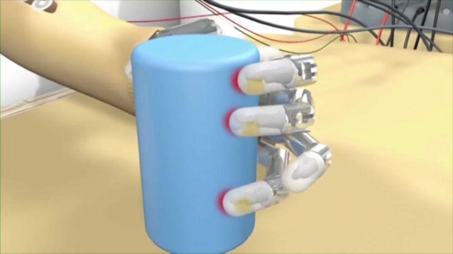 """Una mano bionica sempre più """"intelligente"""""""