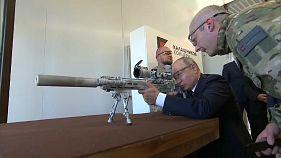 هكذا أطلق بوتين رصاص كلاشينكوف بنفسه