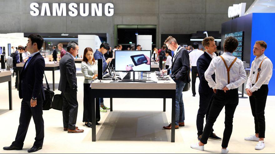 سامسونگ از گوشی A7 با دوربین سه گانه رونمایی کرد