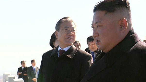 Líderes das duas Coreias contemplam a paisagem