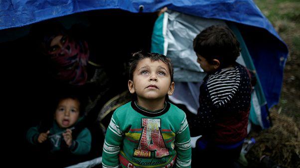 Crianças são as maiores vítimas das más condições do acampamento