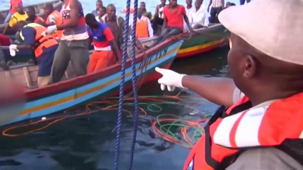 Tragedia en el lago Victoria: más de 100 muertos en un naufragio