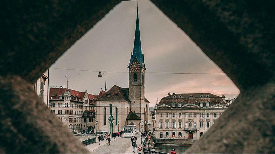 Hamis levéllel záratnák pincébe a menekülteket Svájcban