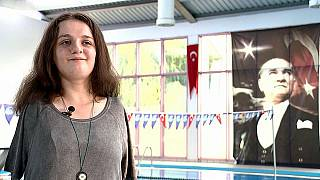 Meet the teenage Turkish swimming champion born without arms