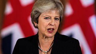 Brexit: la May all'angolo
