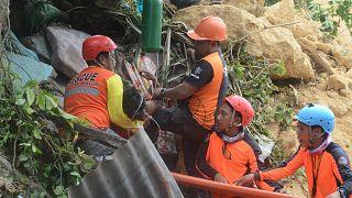 Filipinler'de heyelan iki köyü yuttu, madencilik sorgulanıyor