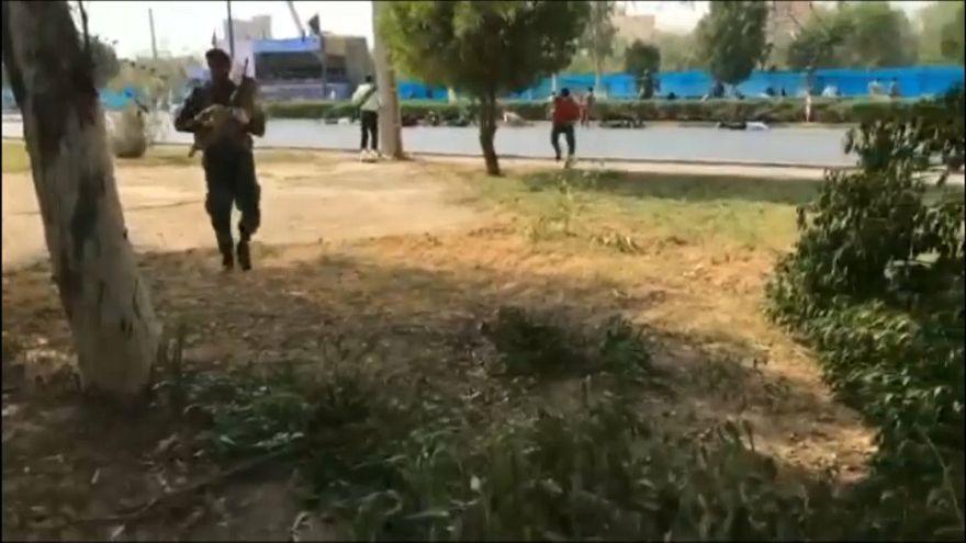 شاهد لحظة الهجوم على العرض العسكري في الأهواز الإيرانية