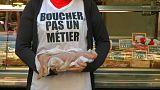 Hentesüzletek előtt tüntettek az állatjogokért Franciaországban