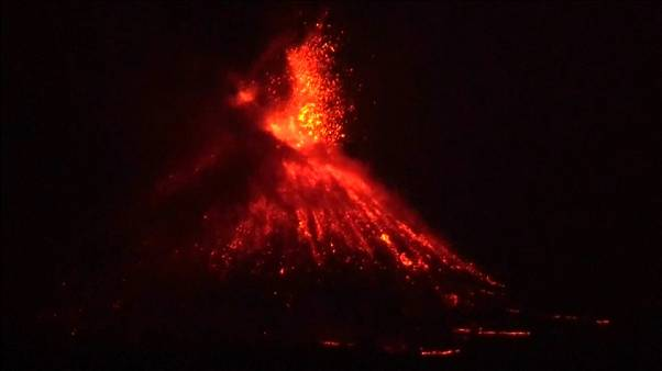 ثوران بركان أناك كراكتاو في إندونيسيا