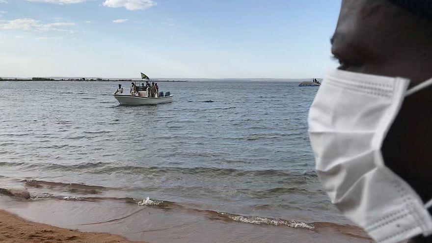 Lago Victoria: Un nuevo superviviente entre al menos 225 cadáveres