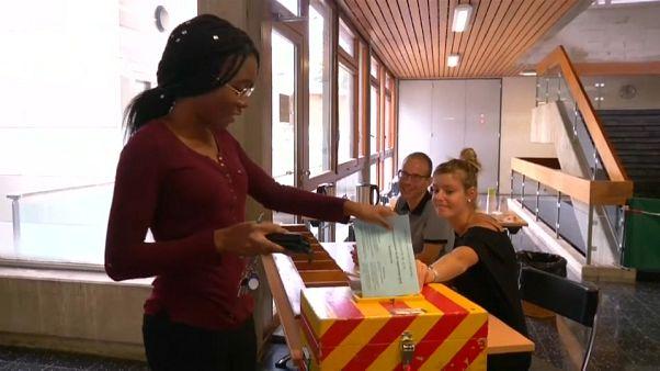 Los suizos votan en contra del burka y a favor de la bicicleta