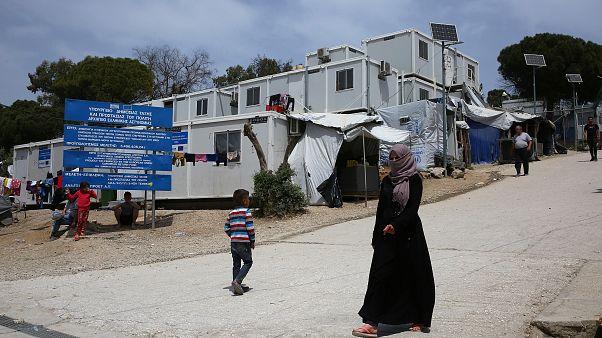 Több ezer menekültet visznek el Moriából