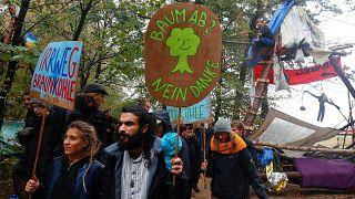Bei Regen im Hambacher Forst: Protest, Barrikaden und viel Matsch in 10 Fotos