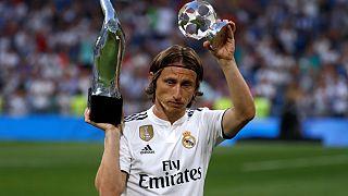 من سيفوز بجائزة أفضل لاعب في العالم؟