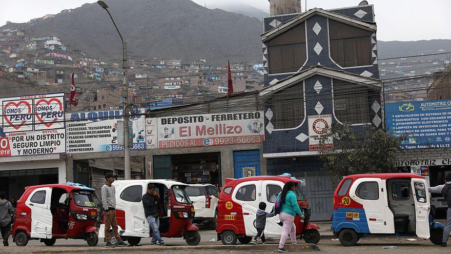 Hitler ve Lenin, Peru seçimlerinde karşı karşıya