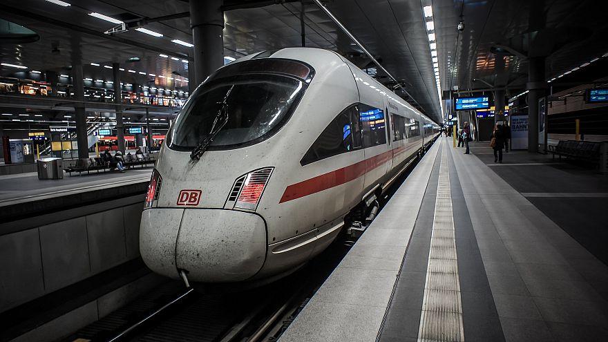 Almanya'da 'çevre dostu' tren hizmete girdi