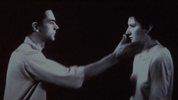 Ünlü performans sanatçısı Abramovic'e tablolu saldırı