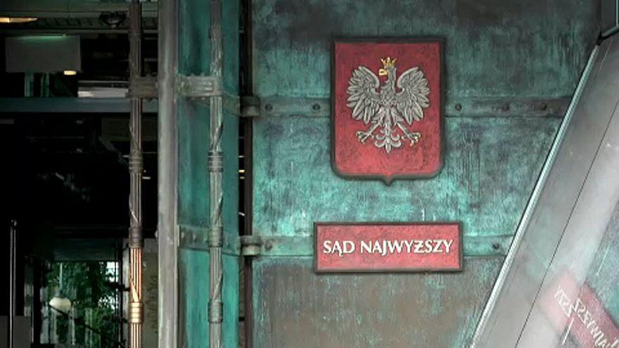 المفوضية الأوروبية تقاضي بولندا على خلفية إصلاحات قضائية