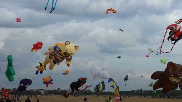 Berlin's Tempelhofer hosts kite-flying festival
