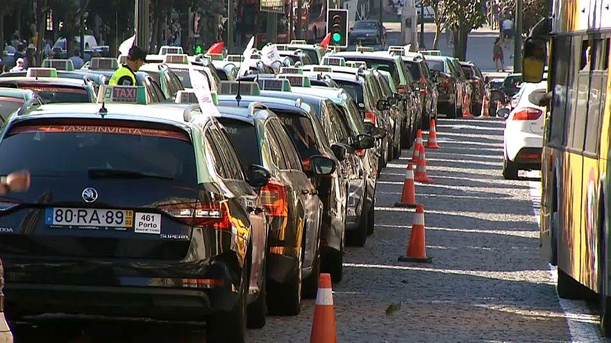 """Taxistas em greve contra """"Lei Uber"""""""