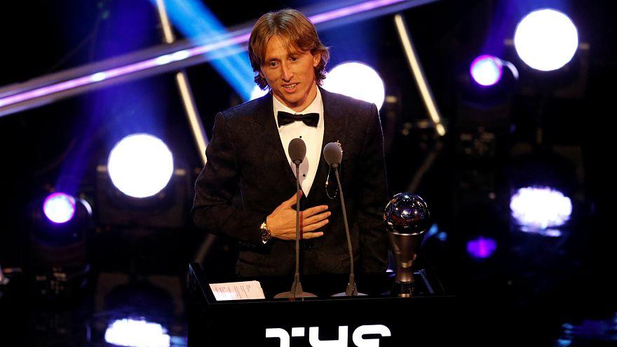 الكرواتي مودريتش أفضل لاعب في العالم وصلاح يكتفي بجائزة أفضل هدف