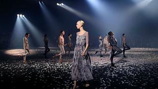 Танцевальный перфоманс от Dior