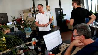 Macaristan'da hükümeti kızdıran makale editörlerin kovulmasına yol açtı
