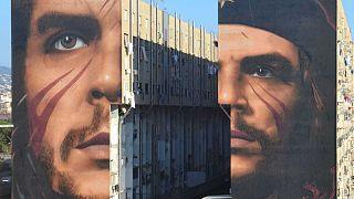 Dos murales gigantes del Che Guevara aparecen en Nápoles
