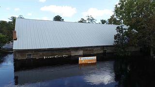 Em Conway ainda há casas submersas por causa do Florence