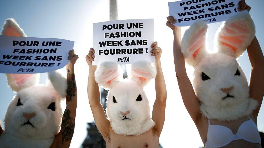 Happening à Paris contre la fourrure sur les podiums