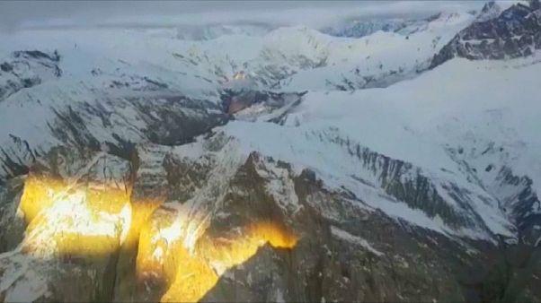 شاهد: سلاح الجو الهندي ينقذ شخصين ألمانيين علقا في عاصفة ثلجية في الهيمالايا