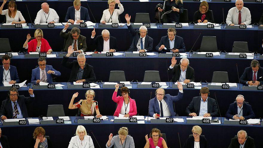 AB 70 milyon euroluk fonu hukuk ve insan hakları ihlalleri nedeniyle iptal ediyor