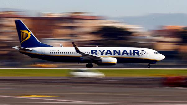 """طائرة تابعة لشركة """"ريان اير"""""""