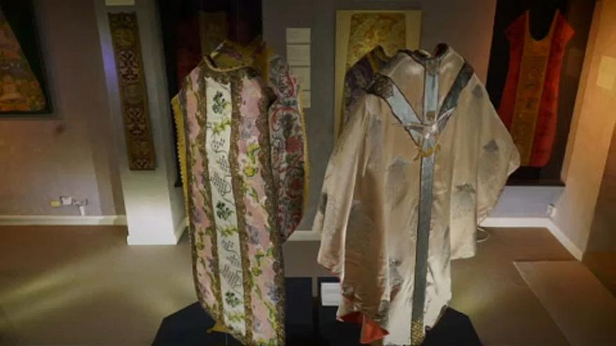 La moda de la Iglesia Católica en tres siglos de ropa ceremonial