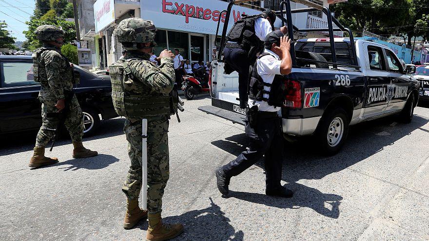Exército mexicano invade Acapulco para substituir polícia local
