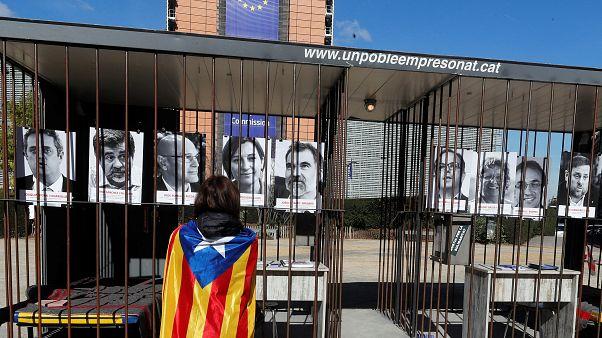 Retratos de los líderes catalanes ante la CE en Bruselas