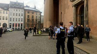 پلیس دانمارک در مقابل دادگاه کپنهاگ