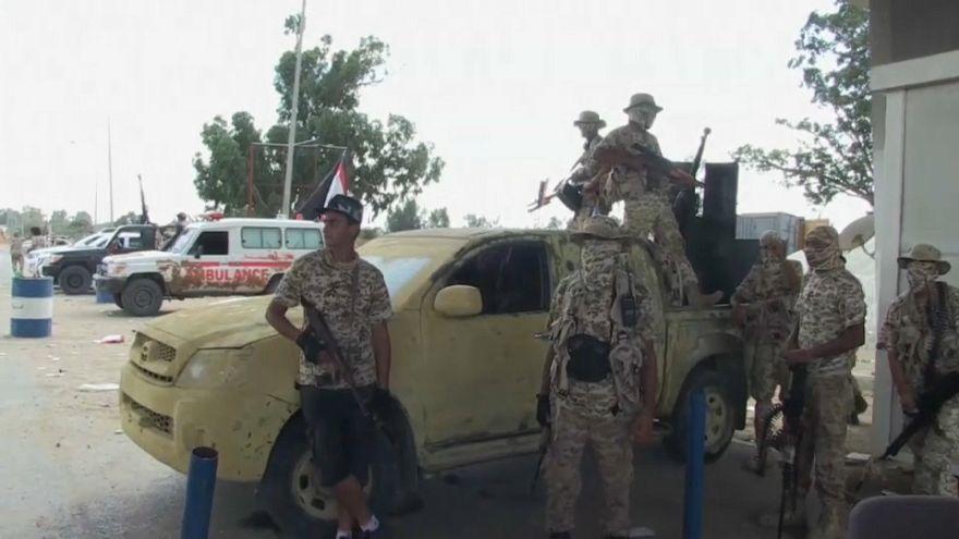 طرابلس تحصي ضحاياها وسط اتفاق هش لوقف إطلاق النار