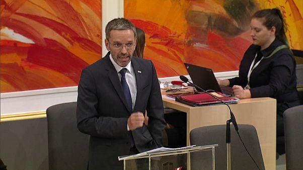 Österreichs Innenminister Herbert Kickl während seiner Rede im Parlament