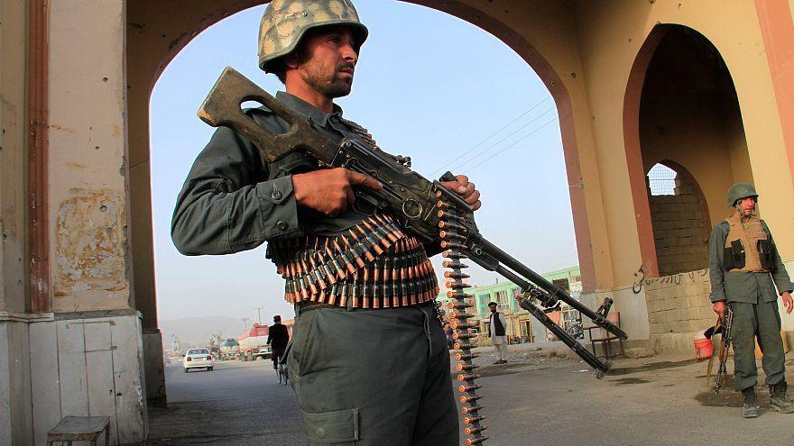 Afganistan Başkanı Gani'nin Gazne'ye yaptığı ziyaret sırasında roketli saldırı